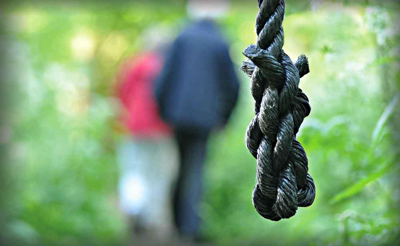 corda impiccato genazzano suicidio