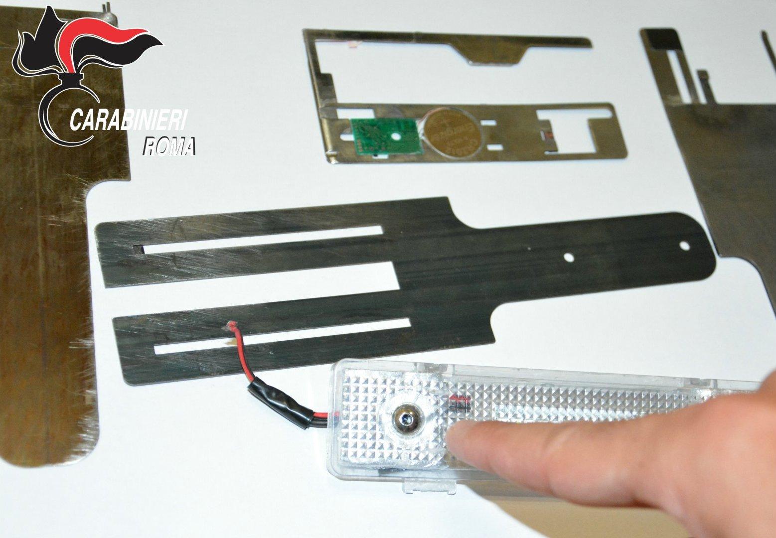 Bancomat termini carte di credito clonate CENTRO - La strumentazione elettronica sequestrata dai Carabinieri (5)