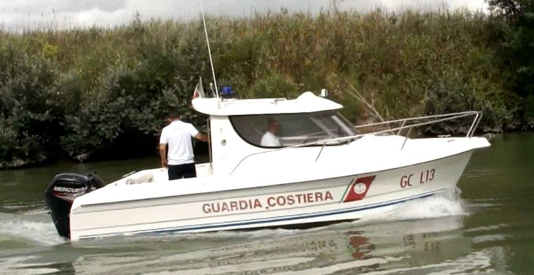 Misteriose macchie rosse nel mare di Fiumicino: