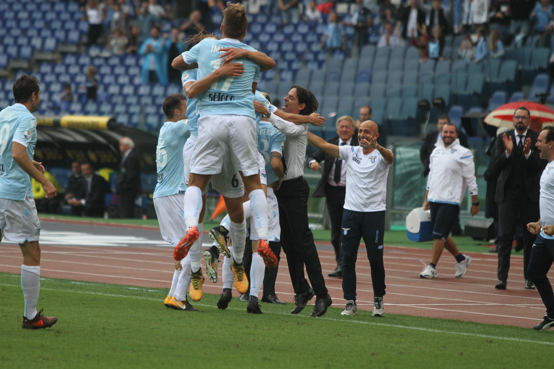 La Ss Lazio festeggia il gol del 3-1 contro il Sassuolo (Foto Paolo Pizzi)